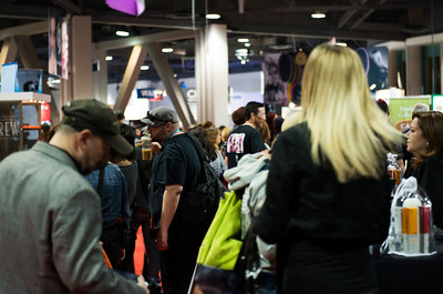 Attendees at ISSE Long Beach 2013 walk the show floor and shop for the latest in beauty products.