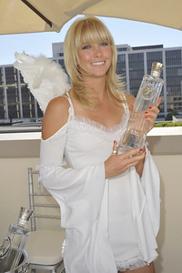 Celebrities and VIPs will have the opportunity to see, smell and taste ISVodka at the 2009 Emmy Awards Celebrity Gift Lounge on Thursday, September 17 from 10am-7pm at the Luxe Hotel in the Penthouse.