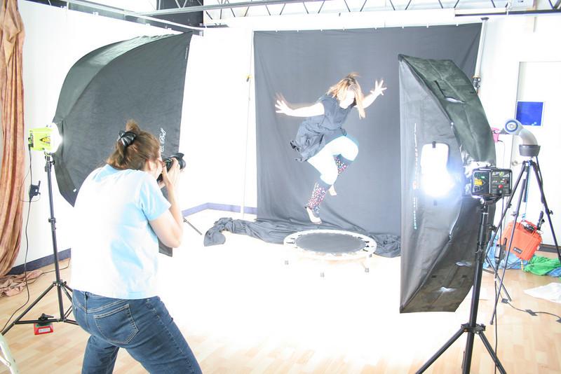 #5323: Nancy (SochAnam) shooting model Robin on trampoline
