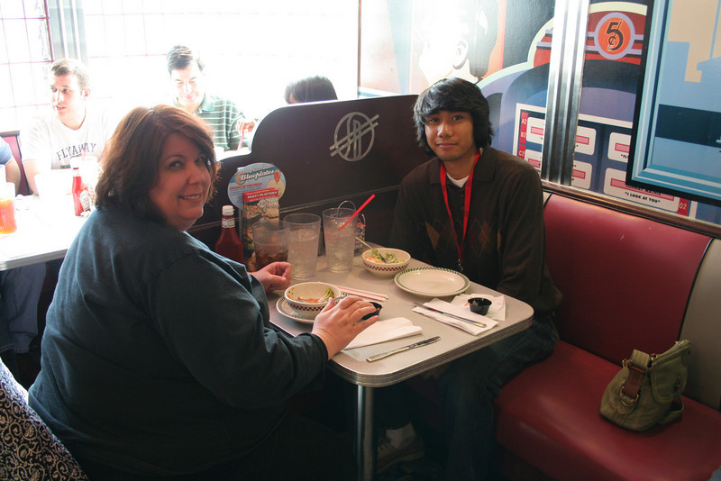 IMG_2128-diner-ing -together<br /> photo by Jeff
