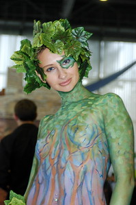 Green girl from Igromir 2007