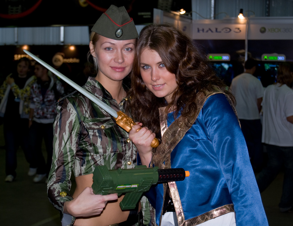 Booth-babes of Igromir 2008
