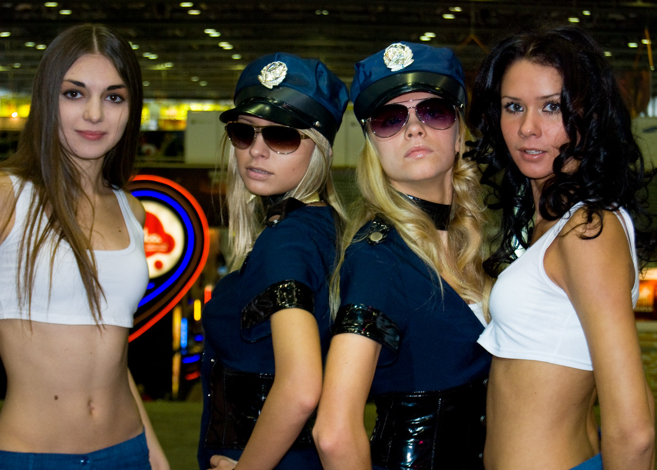 EA booth-babes of Igromir 2008
