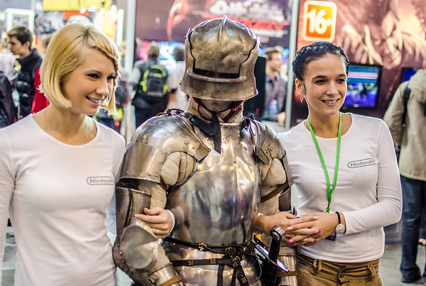 Girls and a knight at Igromir 2012