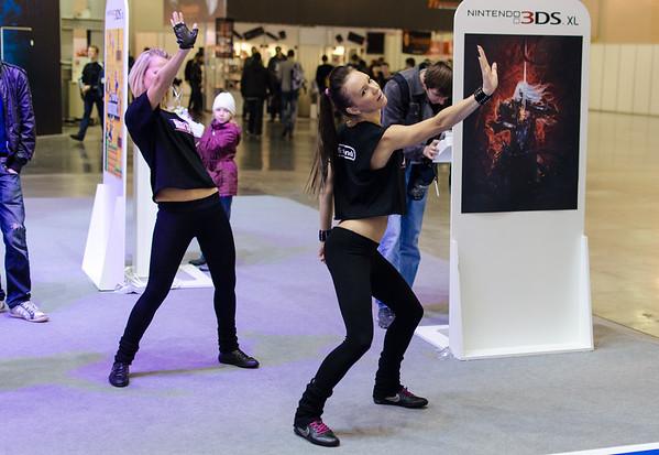Dancing girls at Igromir 2012