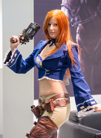 Lei Radna as a steampunk girl at Igromir 2013