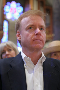 Rex Smith, a member of Peachtree Road United Methodist Church, Atlanta, joins hundreds of others who filled the Cathedral of Christ the King, Atlanta, for a community-wide Good Friday service, April 22.