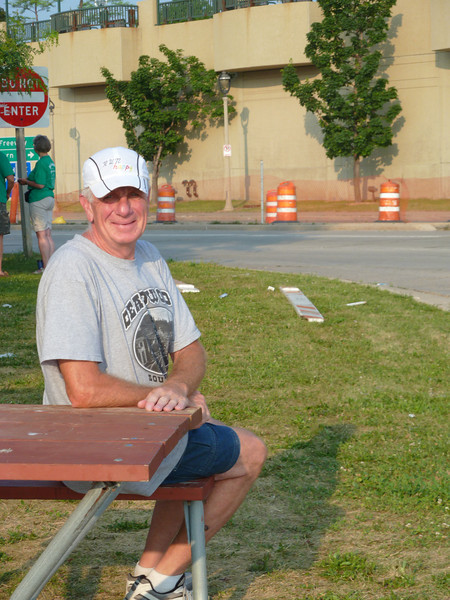 Tom Chopp, a course volunteer, retired fireman, veteran bicyclist, and fellow Tamarack Aid Station volunteer----all-around great guy & dispenser of wonderful hugs