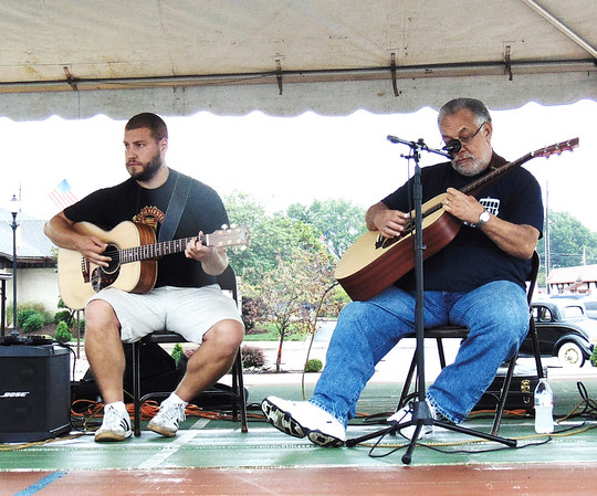 Diane Raver | The Herald-Tribune<br /> Bryce (left) and Randy Mullins entertained the crowd.