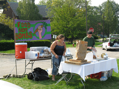 International Peace Day 9/21/2008 Peace Party - Food Not Bombs & NOAC present Bread and Puppet Theatre