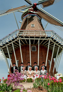 019 It's Tulip Time In Holland Every Year In May 2009 - Moederleet Singing Group By DeZwaan Windmill