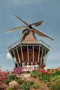 022 It's Tulip Time In Holland Every Year In May 2009 - Moederleet Singing Group By DeZwaan Windmill