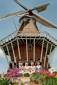021 It's Tulip Time In Holland Every Year In May 2009 - Moederleet Singing Group By DeZwaan Windmill