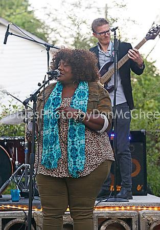 Thornetta Davis, Chris Smith