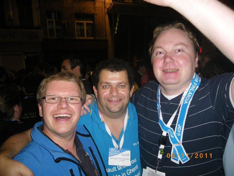 "Samen met onze twinningpartners  ""Oliver "" van JCI Wurzburg en Pertu van JCI Juvaskula ( Finland ) !! THX  YOU GUYS FOR ATTENDING THE  CONGRESS IN BRUSSELS !!!!!!!!!!!!!!!!!!"
