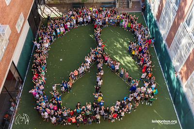 2017_09_28, human peace sign, JHS 157, NY, Rego Park, Students