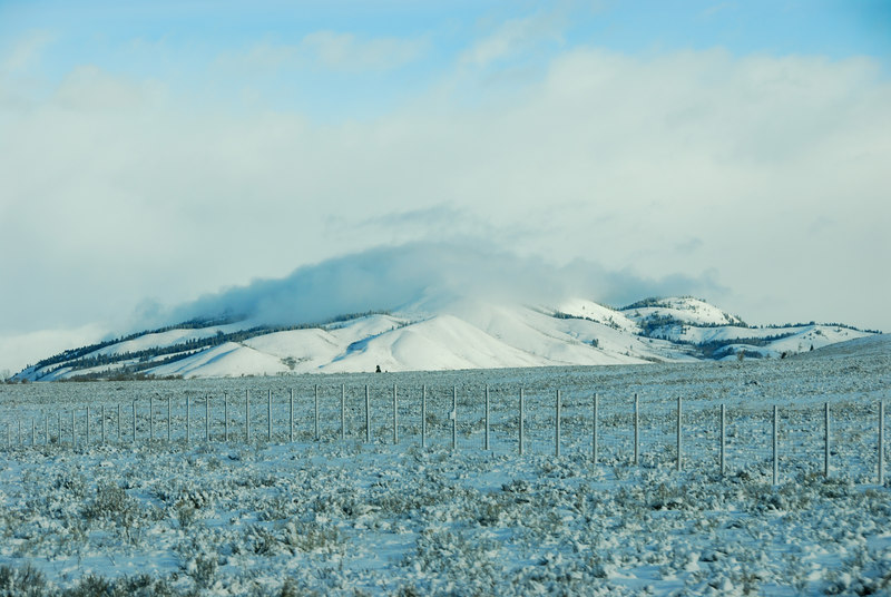 <b>Snow covered hill</b>   (Dec 14, 2006, 09:37am)  <p align=left>Taken from a moving bus traveling north on route 89 on the way to Jackson Hole airport..</p>