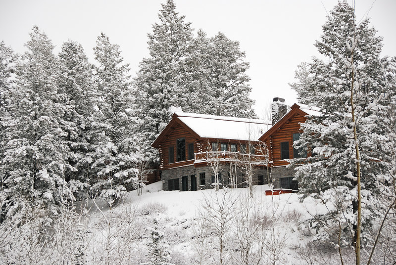 <b>Snow scene</b>   (Dec 14, 2006, 08:48am)  <p align=left>House in Teton Village, just outside the Four Seasons Hotel, seen after an overnight snow fall.</p>