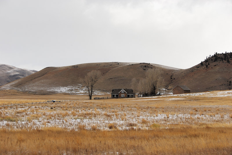<b>Jackson Hole vista</b>   (Dec 12, 2006, 01:35pm)  <p align=left>Looking north from the National Elk Refuge Road, just north of Jackson, Wyoming</p>