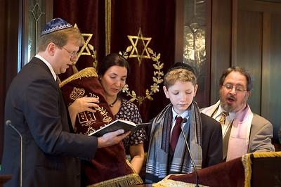 Parents and Torah   (May 28, 2005, 09:50am)