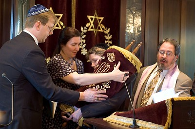 Torah Hand-off   (May 28, 2005, 09:51am)