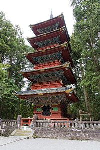 The five-storey pagoda was donated by a daimyō in 1650, but it was burned down during a fire, and was rebuilt in 1818. Each storey represents an element–earth, water, fire, wind and aether (or void)–in ascending order