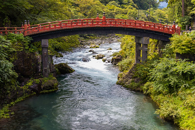 The Shinkyo Bridge (sacred bridge) stands at the entrance to Nikko's shrines and temples, and technically belongs to Futarasan Shrine. The bridge is ranked as one of Japan's three finest bridges.
