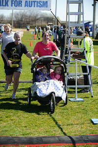 Jigsaw Race for Autism in East Islip 1426
