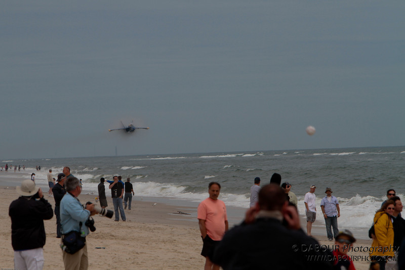 JonesBeachAirshow2010-1716 - This next series of shots is the other must have - the high speed low pass. I love the amount of people that are looking in the other direction - including photogs!