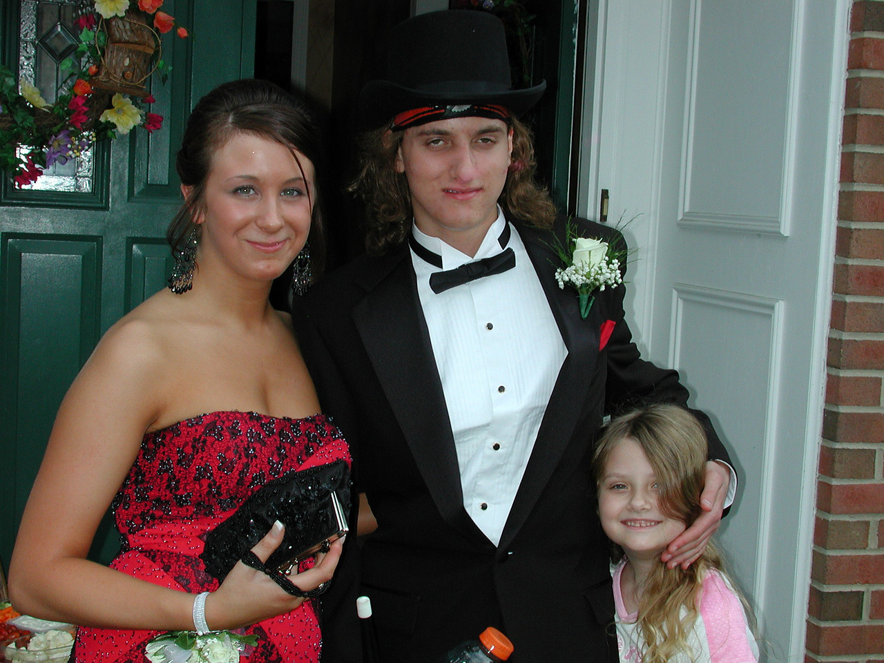 Katie, Josh & Stormie     ---   Click on the above photo to enlarge it !