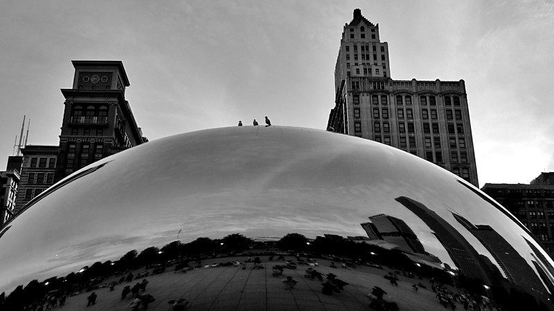 In the middle of our visit to the Modern Wing at the Art Institute, we got hungry, so made our way over to Millennium Park to find somewhere to eat (the Taste would've been too chaotic).  I can't help snapping a couple pics when we pass the Cloud Gate.