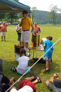 IMGP3631: Saturday, June 2nd, 2007: Dave Moyer, a South Manheim Township beekeeper, presented a program on the Benefits of Bees & Honey during the lunchtime rest period.