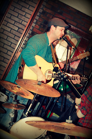 Brian sings  at Hartford Rd Cafe  copyrt 2015 m burgess