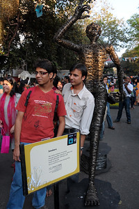 People loved to pose and get their photos taken in front of the art pieces at the Kala Ghoda Arts Festival held for nine days annually in February at Kala Ghoda, Mumbai. This year it was held from 7th February to 15th February 2009.