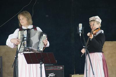 Lindsborg Folkdanslog musical performers
