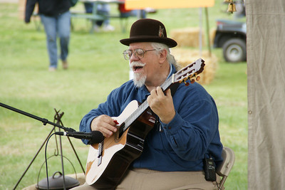 Historic performer Bob Spear, performing as Burl Ives