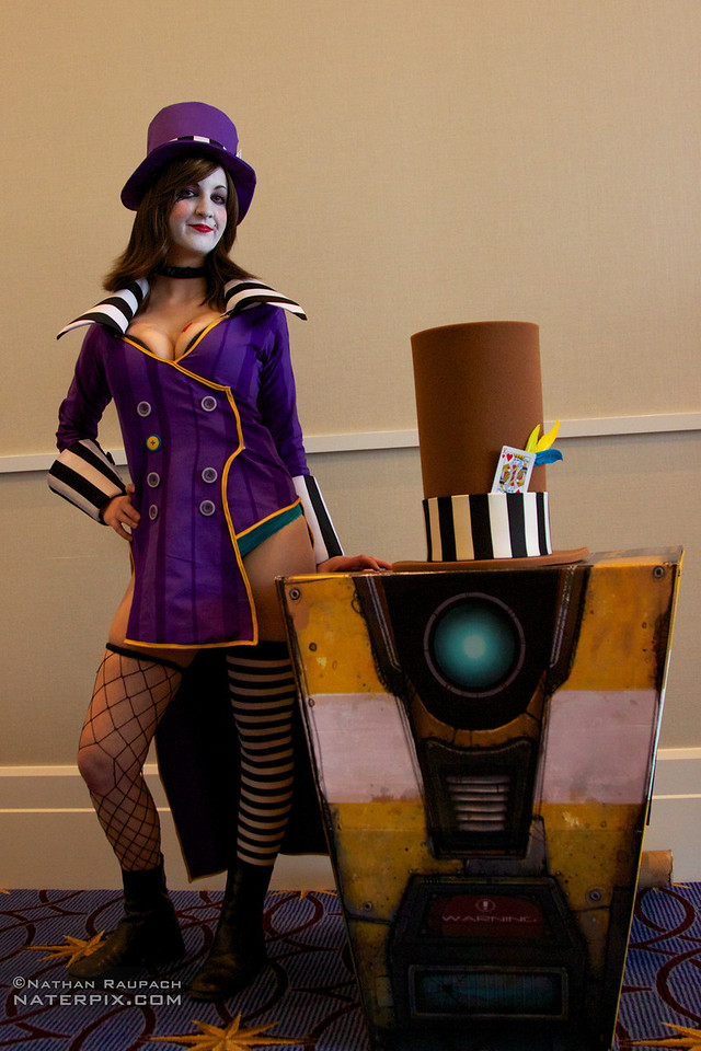 borderlands mad moxxi and clap trap