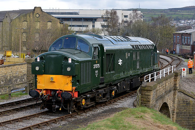 Class 37 No 37075 at Keighley on 26 April 2013