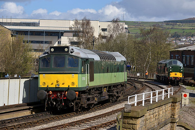Class 25 No D7628 at Keighley on 26 April 2013