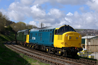 Class 37 No 37264/37075 at Keighley on 26 April 2013 with the 09:40 Oxenhope - Keighley