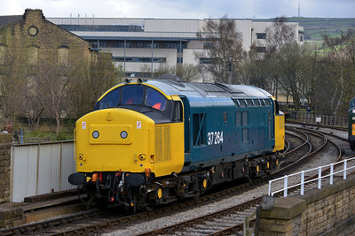 Class 37 No 37264 at Keighley on 26 April 2013