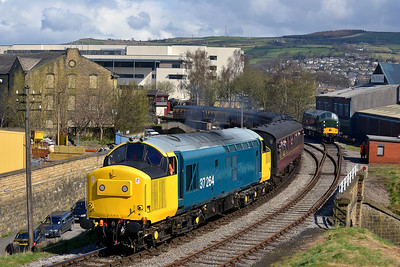 Class 37 No 37264 at Keighley on 26 April 2013 with the 10:30 Keighley - Oxenhope