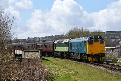 Class 25 No 25059/D7628 at Keighley on 26 April 2013 with the 12:00 Oxenhope - Keighley