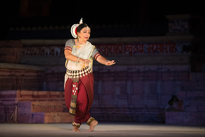 Daksha Mashruwala, is an accomplished Odissi dancer. She is a disciple of the distinguished maestro Padmavibhushan Late Guru Kelucharan Mohapatra. She has dedicated herself to carry forth the traditions with perseverance and commitment. Daksha earlier trained in Bharatnatyam under Smt. Mrinalini Sarabhai. An exponent, teacher and choreographer, Daksha has regaled audiences in India and abroad, with performances, workshops and lecture-demonstrations for the last two decades. Having performed at various prestigious festivals, she has been honoured and felicitated by The Center of World Music, San Diego and Canadian Museum of Civilisation, Ottawa, amongst many others.  Khajuraho Dance Festival 21st Feb'17. Colorful and brilliant classical dance forms of India with roots in the rich cultural traditions offer a feast for the eyes during a weeklong extravaganza. Khajuraho Temples in Madhya Pradesh are popular for their architectural wonders and sculptures.