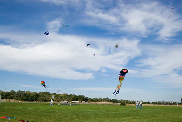 "<font size=""3"">This fall event is organized by the <a href=""http://www.midwestwindskitefliers.org"" TARGET=""_blank"">Midwest Winds Kitefliers</a>, a local club.<br><br>When I arrived there were several kites already in the air.<br><br>These photos look better full size.<br><br>Try clicking on the ""slideshow"" button, then sit back and watch the show.</font>"