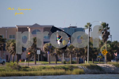 CL9Q1664-kite-surfing