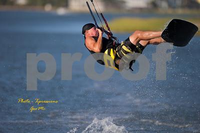 CL9Q1727-kite-surfing