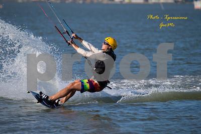 CL9Q1613-kite-surfing
