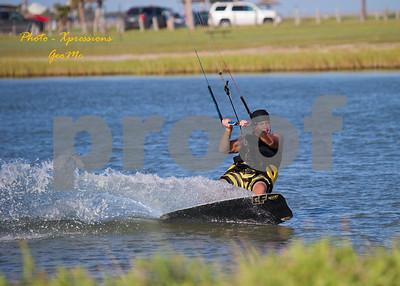 CL9Q1626-kite-surfing