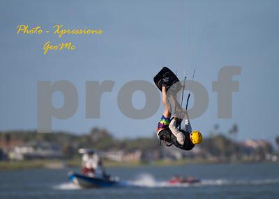 CL9Q1803-kite-surfing